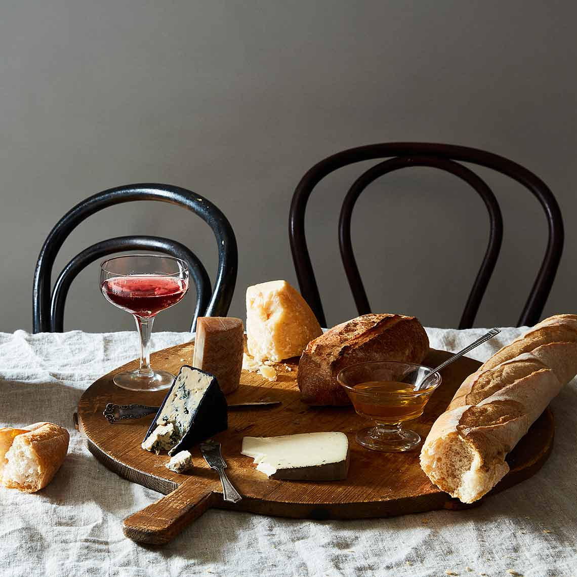 2016-0721_food52-vintage-shop_vintage-round-bread-board_mid_james-ransom-182