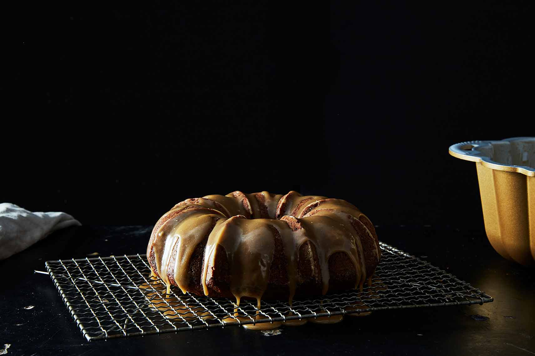 2017-0201_nordic-ware_anniversary-bundt-cake-pan_email_james-ransom-163